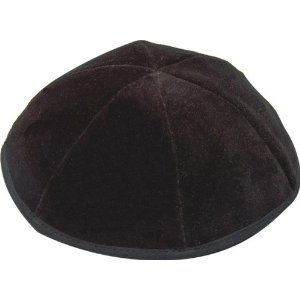 http://www.kippahz.com/_images/products/ws3/wedding_kippah/black_velvet_kippah.jpg